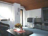 Wohnzimmer mit Süd-West Loggia.jpg