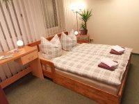 Gästezimmer Bettbereich Seite.jpg