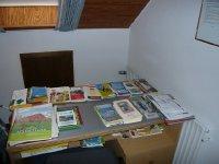 Schreibtisch mit Karten u. prospektmaterial..jpg