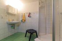 Bad mit Dusche/WC und Föhn
