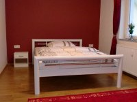 Schlafzimmer 1 (2).jpg