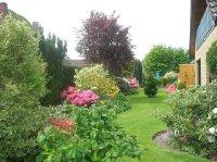 Ausblick von der Loggia in den Garten..jpg